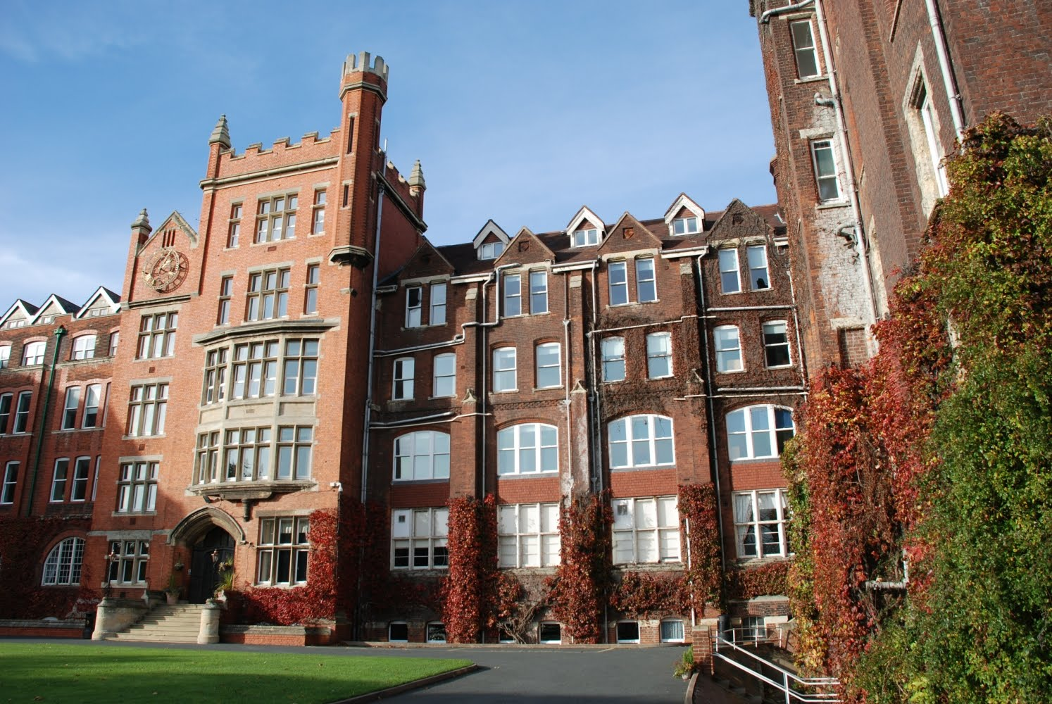 St Lawrence College School
